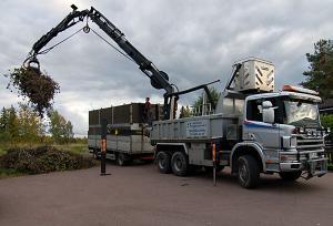 Lastbil med trädfällningsaggregat